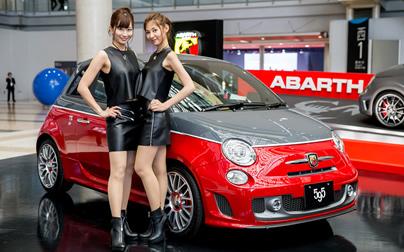 東京モーターショー初出展!史上最速の『695 BIPOSTO』と大人気モデル『595 TURISMO』が並ぶ唯一無二の世界観を楽しむ。