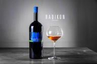 赤の特性をも持つラマート(銅色)の白、革新派の旗手「ラディコン」が醸すワイン